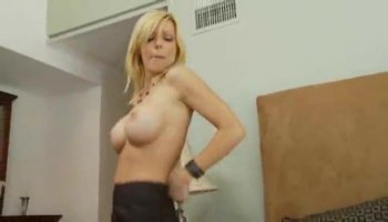 Student girl gets all wet and horny