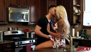 Bonnie Rotten takes deep anal and serves herself a delicious squirting